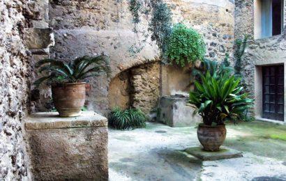 Ostrov Ischia v jižní Itálii a jeho památky