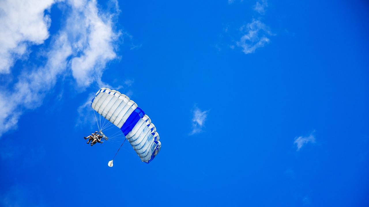 parachute-1209920_1280