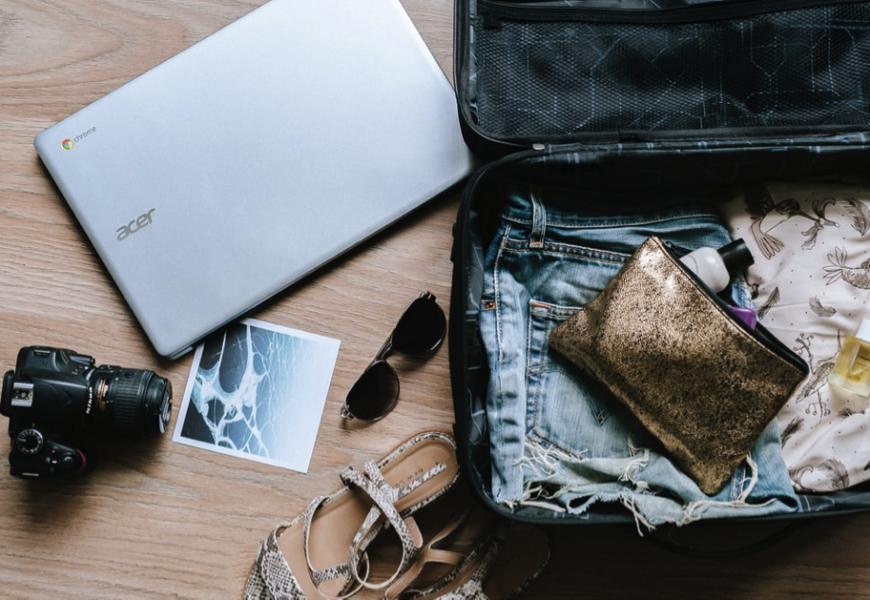 Cestovní kufry, cestovní tašky a batohy