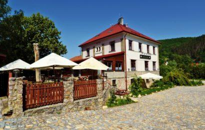 Malebný penzion u Karlštejna a nádherná okolní krajina. Může to být i vaše dovolená!